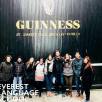 Academia inglés Dublín Everest actividades alumnos visitas fabrica guinness