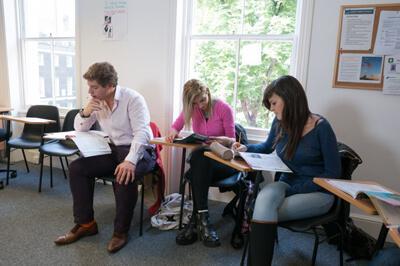 Curso inglés preparación exámenes Londres Delfin